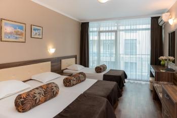 Bed in triple room Hotel Regatta Palace