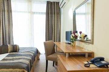 Сам в двойна стая Hotel Regatta Palace