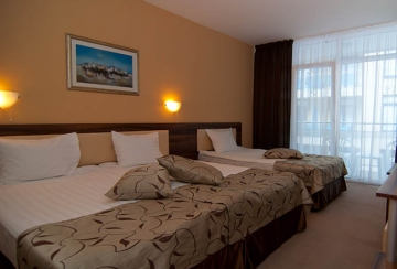 Легло в тройна стая Hotel Regatta Palace